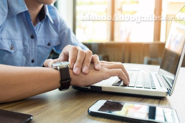Quais são os limites das solicitações online fora do horário de trabalho?