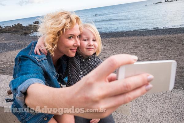 Cuidados ao publicar fotos de filhos pequenos nas redes sociais